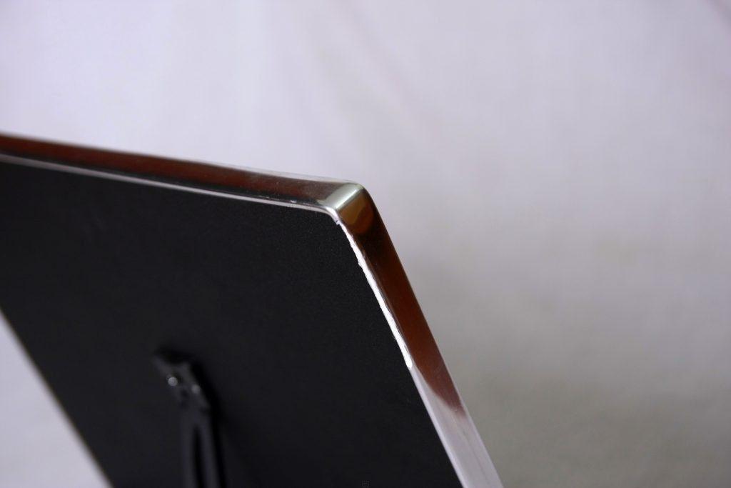 Mặt sau ảnh gỗ tráng gương